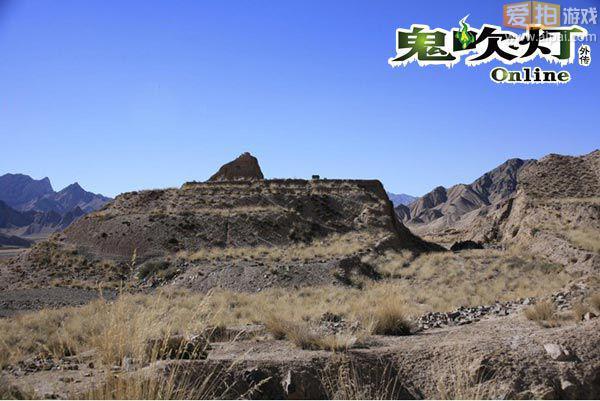 话说这幢九层妖楼其实在现实生活中是真实存在的:青海墓葬东方金字塔 。青海都兰热水血渭一号大墓是国家重点文物保护单位。青海都兰吐蕃古墓群中最为壮观的一座墓葬,位于青海海西蒙古族藏族自治州都兰县察汗乌苏镇东南约10公里的热水乡,属唐代早期吐蕃墓葬,也是中国首次发现的吐蕃墓葬。九层妖楼是当地人对血渭一号大墓的俗称。血渭一号大墓我国1996年十大考古发现之一,国家重点文物保护单位。是青海都兰古墓群中最为壮观的一座墓葬。关于这座古墓的在当地藏族人之间流传着不吉利的传说,称作为有妖怪的高楼。墓葬属唐